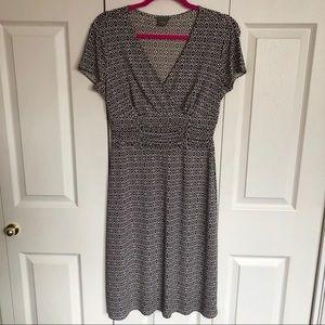 Ann Taylor V Neck Patterned Dress Size 4